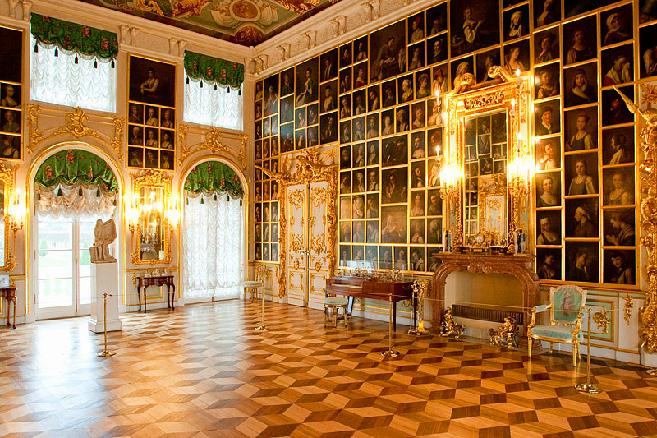 painting-hall-at-the-grand-palace-in-peterhof